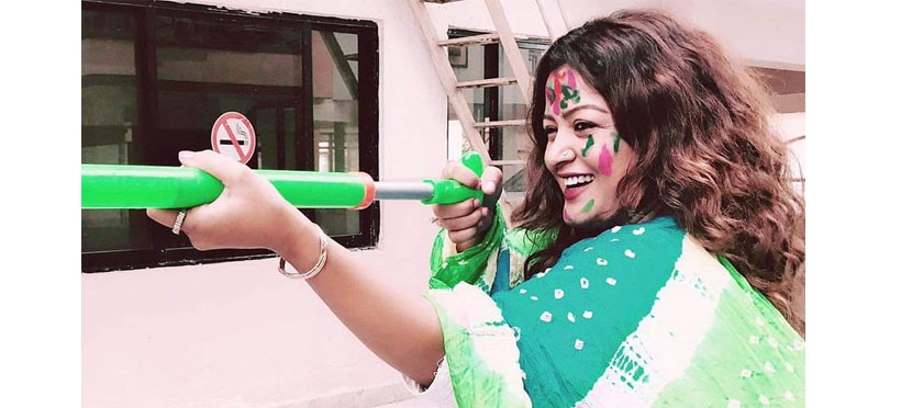 A smiling Picture of Rekha Thapa, She greeted Holi this Way